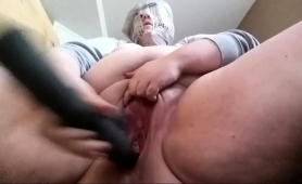 fat-amateur-nympho-drills-her-aching-snatch-with-a-big-toy