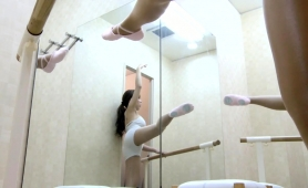 gorgeous-japanese-teen-exposes-her-body-in-the-dressing-room