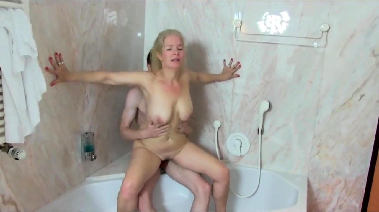 Sexy Blonde Milf Loves Fuck