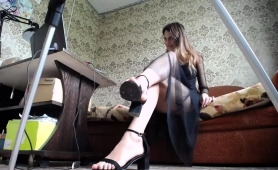 slim-russian-camgirl-gets-naked-and-plays-with-her-snatch