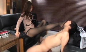 attractive-japanese-babe-in-pantyhose-teases-a-meat-shaft