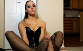 ravishing-brunette-in-pantyhose-delivers-a-perfect-footjob
