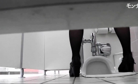 public-toilet-voyeur-spies-on-lovely-oriental-babes-pissing