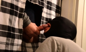 masked-stud-kneels-down-and-worships-a-glory-hole-cock